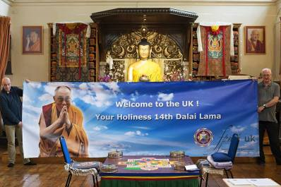 UK welcoming banner for HHDL